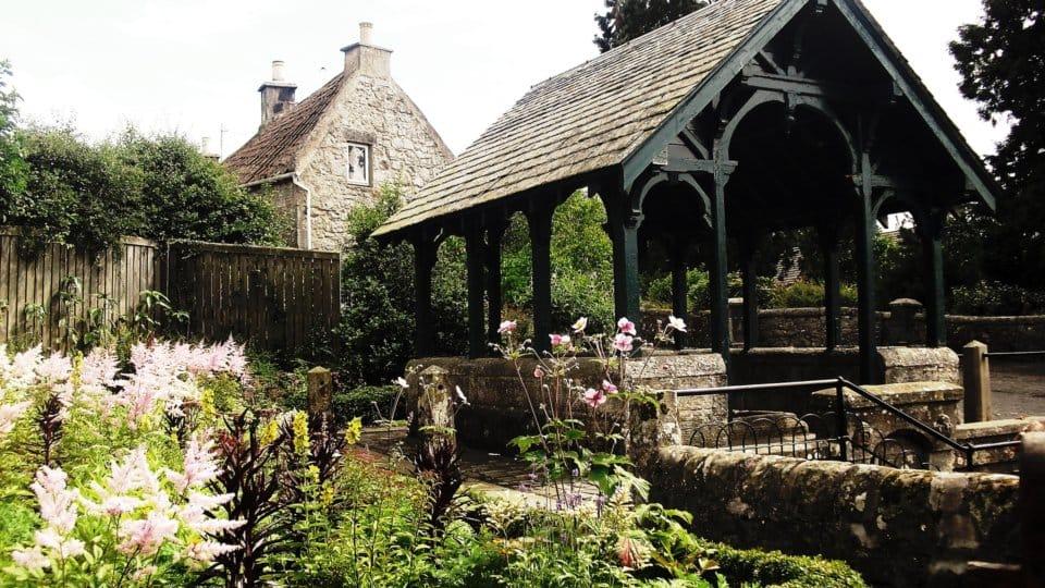 Zahradní altán nebo pergola?