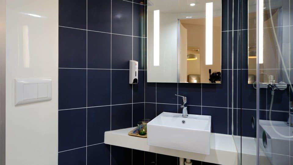 Zařízení koupelny může být současně kvalitní i levné