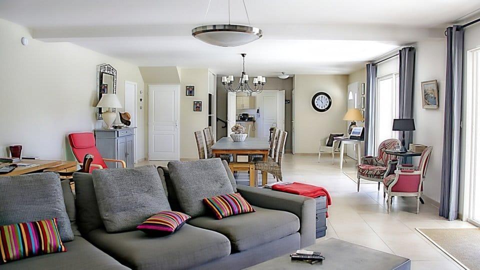 Co nesmí chybět vžádném praktickém obývacím pokoji?
