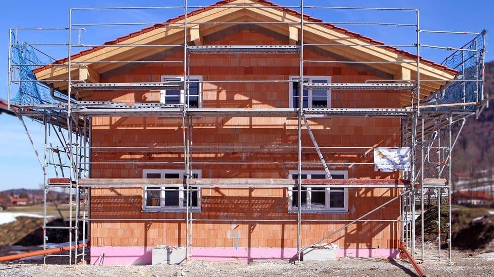 Chystáte stavbu nebo rekonstrukci, vlastníte stavební firmu? Potřebujete tedy lešení.