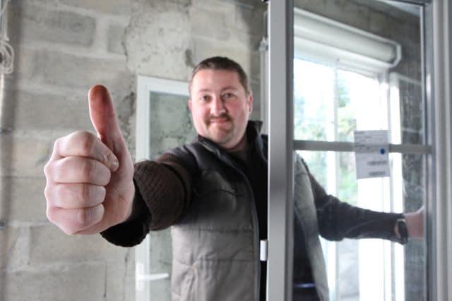 Pracovník s oknem