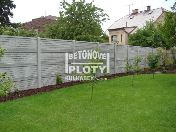 Betonový plot Kbely